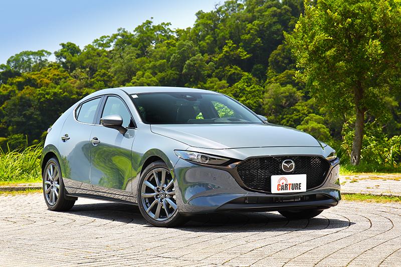 Mazda 3的八色車漆也算豐富,不過有兩款是要加價1至1.5萬的特殊色