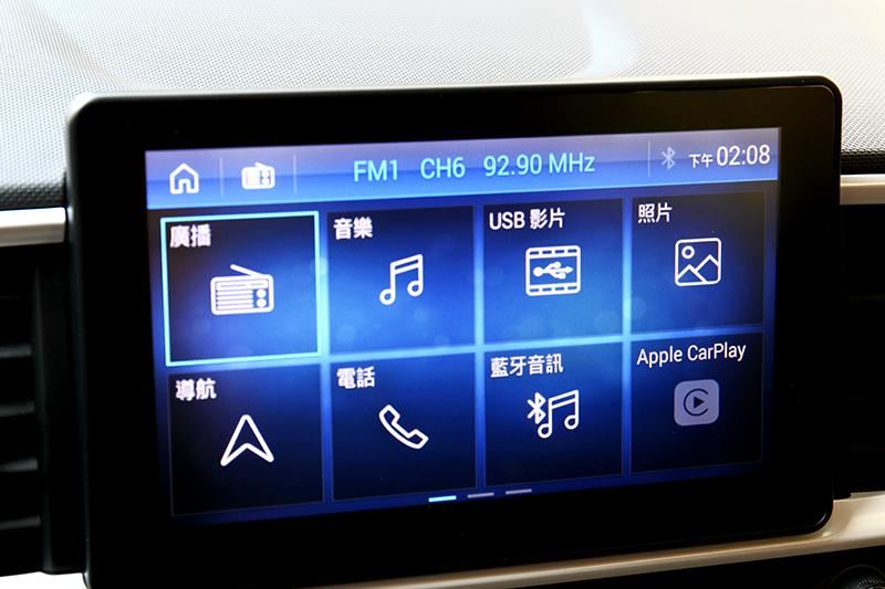 全車系標配8吋觸控螢幕,GLB、GLC車型則具有導航與Apple CarPlay功能。