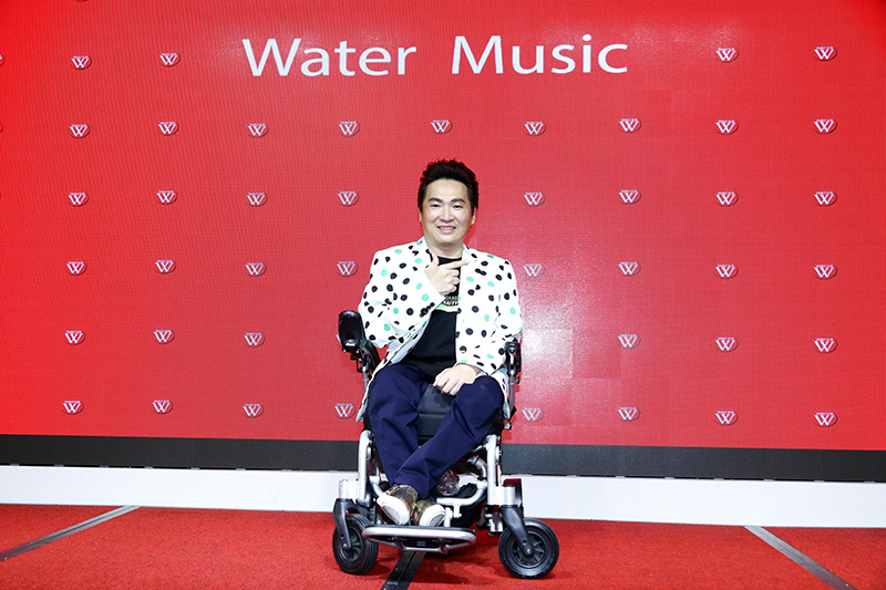 歌手蔡義德推出台語新專輯《一年一年老》舉行新專輯記者會。