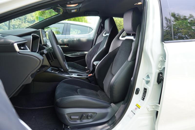 Corolla Sport戰鬥感十足的跑車化座椅及7吋全彩數位儀表深得我心