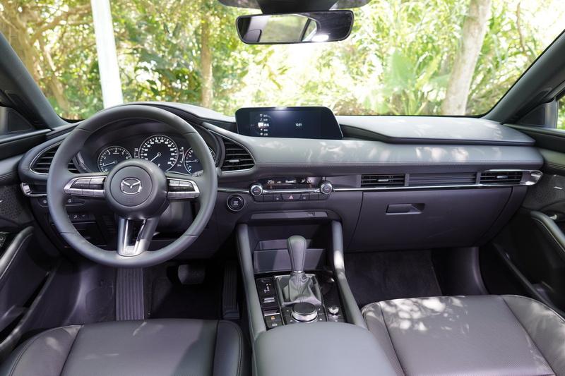 Mazda 3 質感為三者中的佼佼者,細膩的座艙氛圍大幅提升整體價值