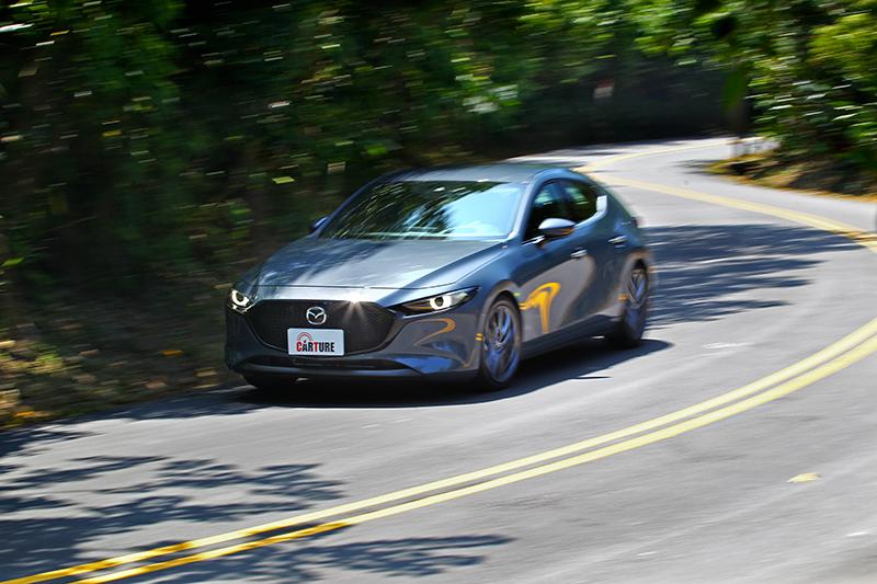 Mazda 3輸出線性帶給駕駛者掌控得宜的感受,操駕樂趣並不亞於另兩位對手
