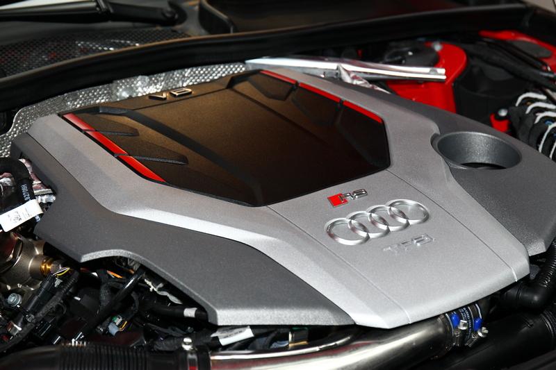 全新2.9 升TFSI V6引擎可提供最大馬力450 hp與最大扭力 600 Nm。