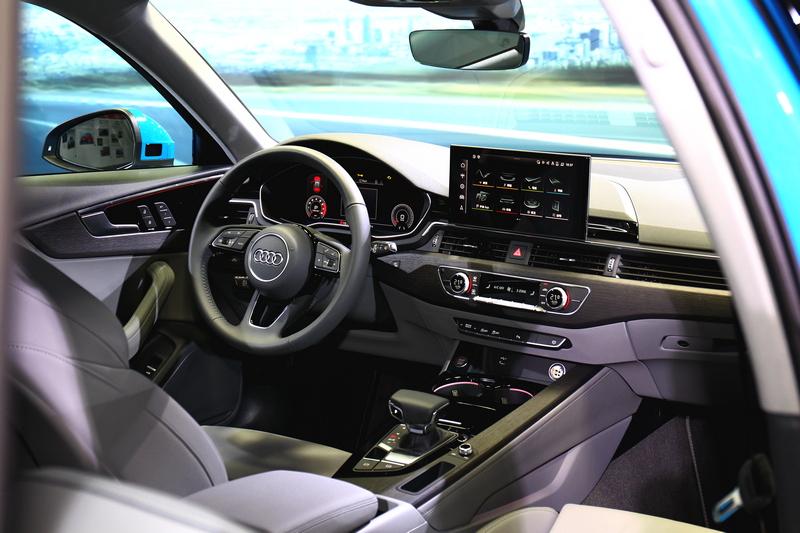 A4 全車系皆標配先進安全科技的ACC主動式定速巡航控制系統、主動式車道偏離警示系統、車道變換輔助系統、後方橫向車流輔助系統與離車安全警示系統。