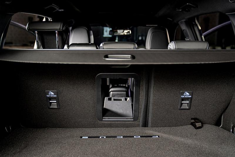 全新20.75年式ST全車系升級後座後廂取物孔,帶來更為出色的科技質感與便利運用機能。