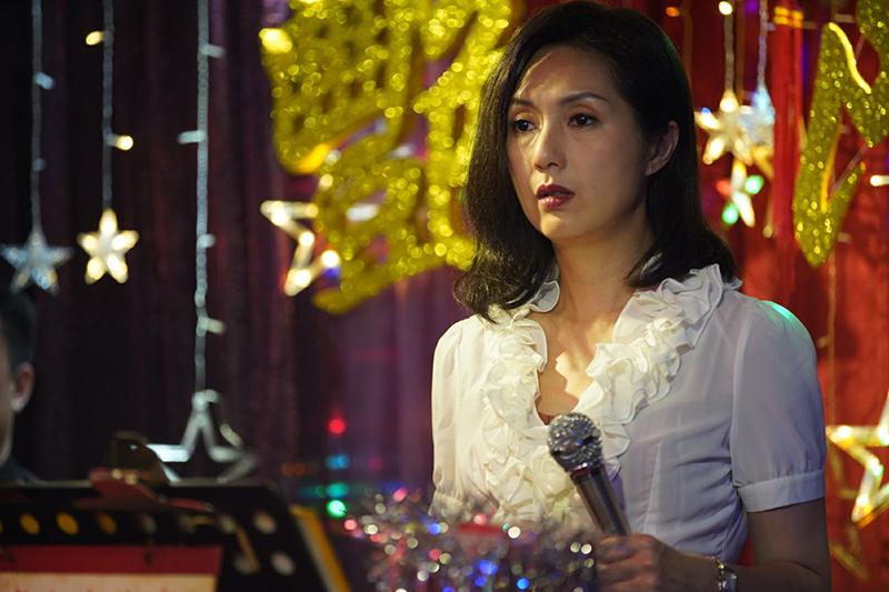楊千嬅在電影《麥路人》飾演歌女。/華映娛樂提供