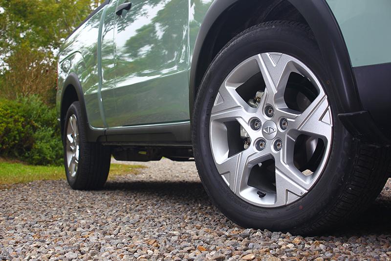 Zinger Pickup頂級晶鑽型採用的是造型相當動感的17吋五幅式輪圈