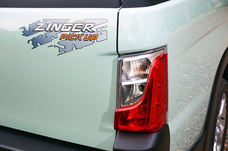 尾燈輪廓則與新一代菱利頗為類似,配合方正的車尾造型並不感到特別突兀