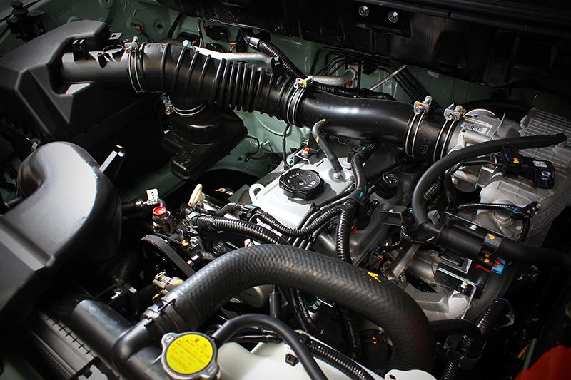 動力仍延續Zinger廂車那具2.4升自然進氣引擎搭配5速自排變速箱