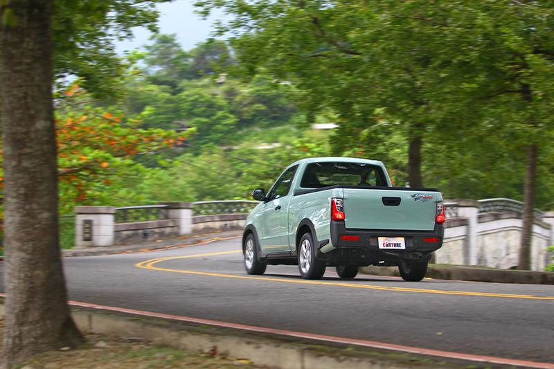 開在鋪裝道路算是舒適取向,並不會有一般貨車過於頻繁的路面躁動