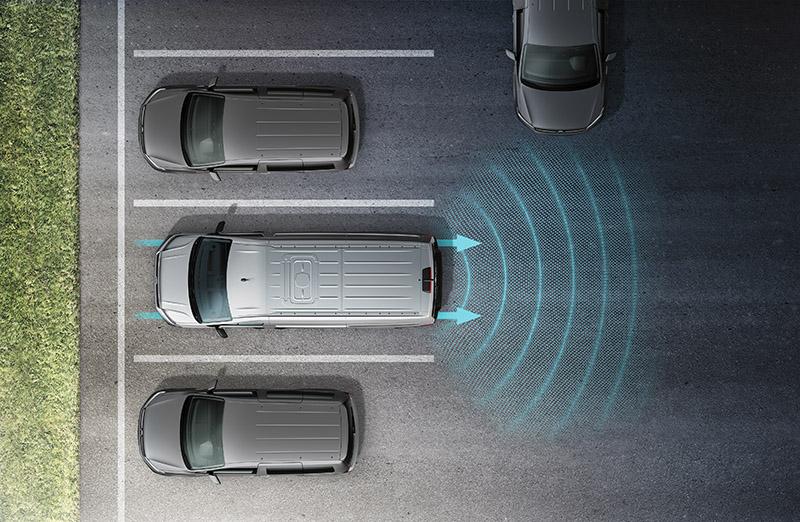 新增RTA後方橫向車流警示系統(含煞車輔助功能)。