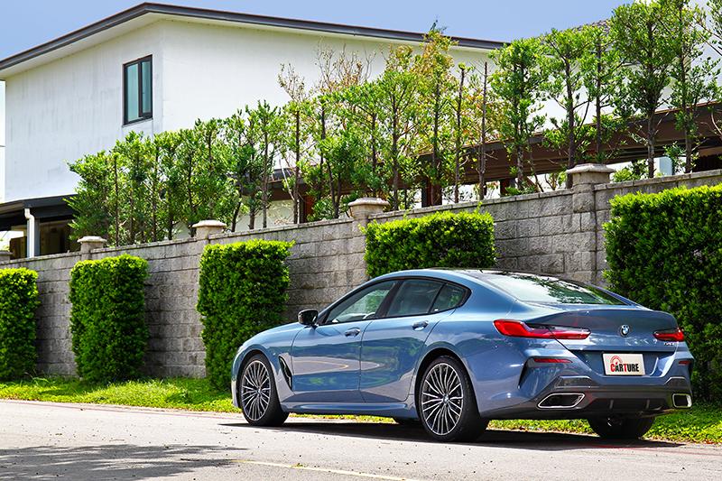 超過5米車長與M Sport套件,840i一樣擁有濃厚的性能氣勢。