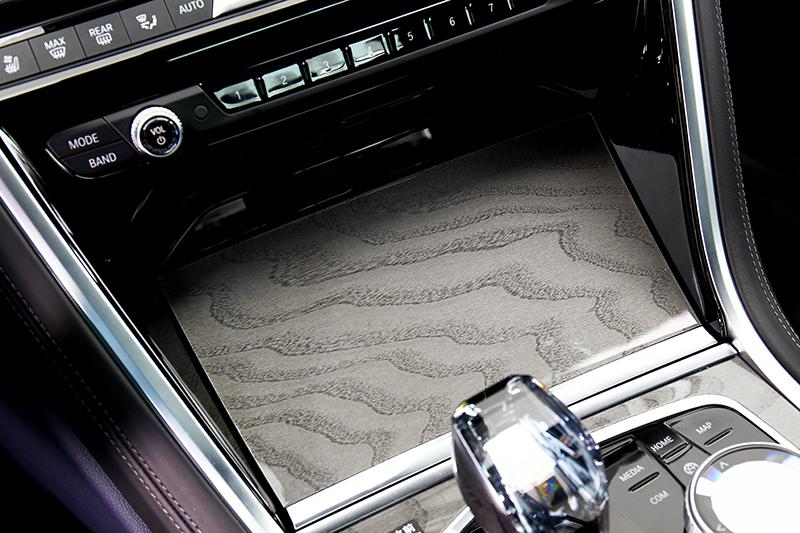 個人認為Fine-wood中控飾板比鋁質獲鋼琴烤漆飾板出色。