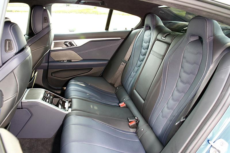 3,023mm軸距提供舒適寬裕的後座空間。