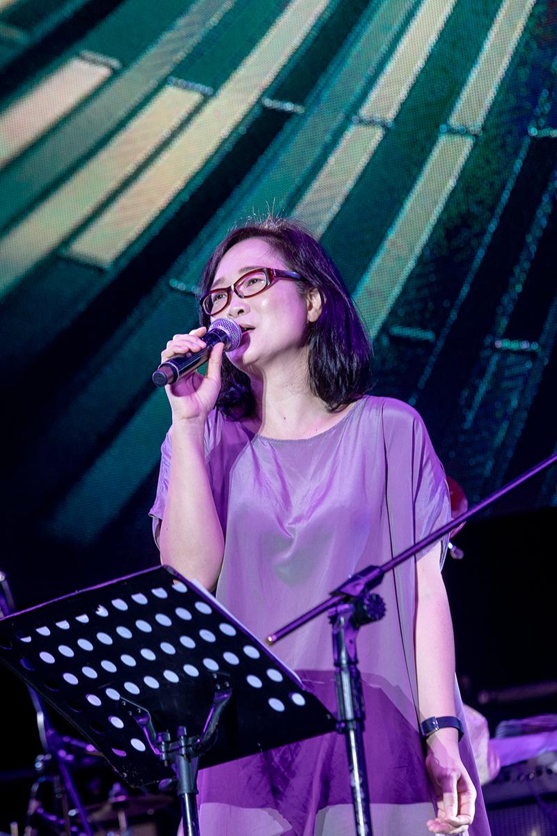《綠生活音樂節》雷光夏化身「爵士女伶」。