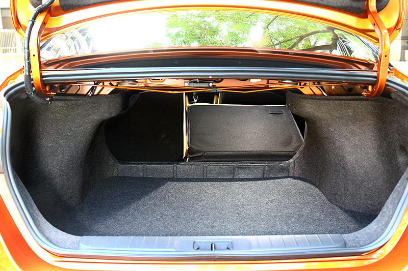行李廂於一般情況具有560公升置物容積。