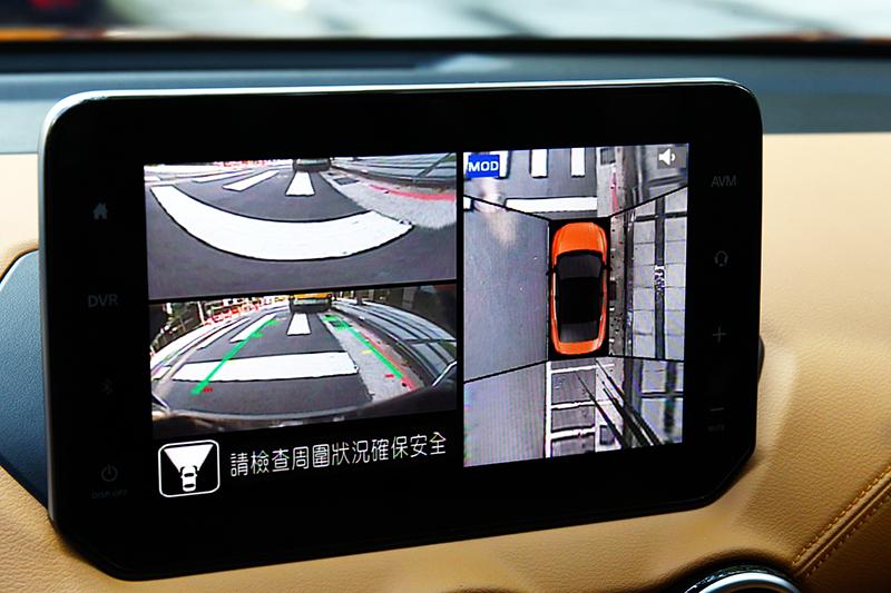 尊爵中階車型就有配備360度環景系統。