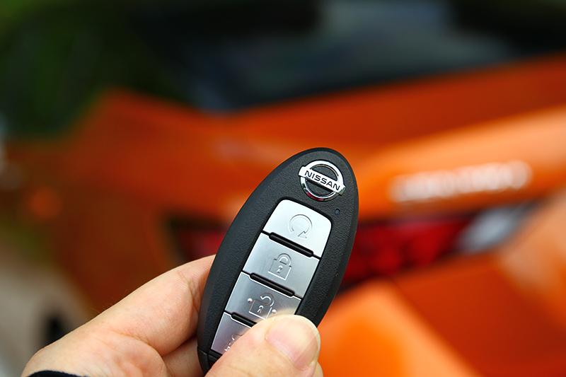 遙控預先啟動引擎系統,距離車輛小於60m可預先啟動空調冷房。