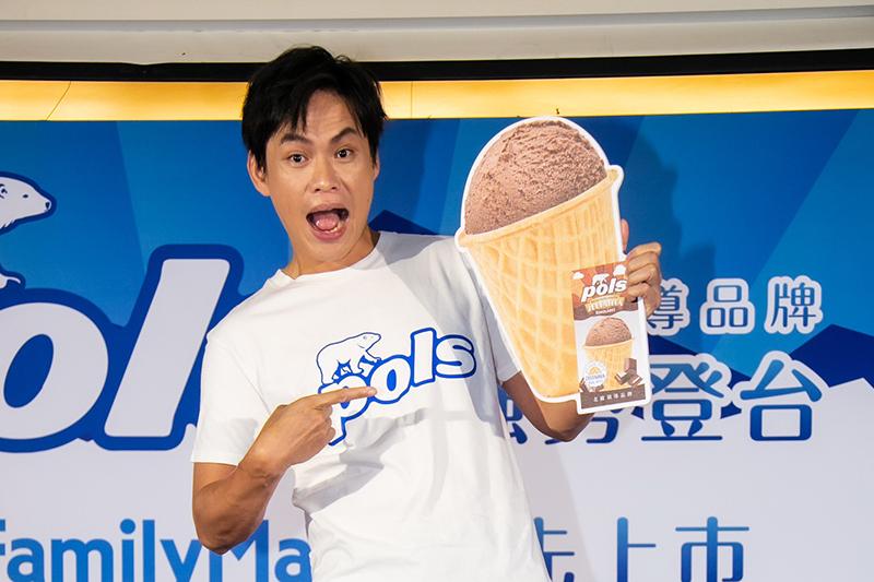 黃鐙輝任北歐精品「pols」冰淇淋推廣大使出席記者會。