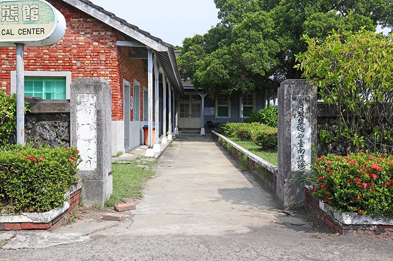 不遠處的鹽田生態文化村有些類似廢棄宿舍群,若圖安靜倒也是不錯的風景。