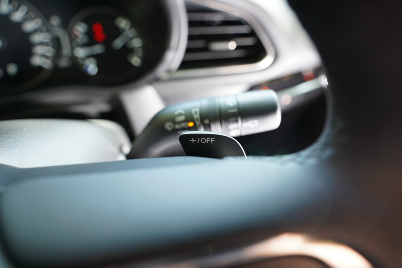 新年式CX-30旗艦型以上車型加入了換檔撥片功能