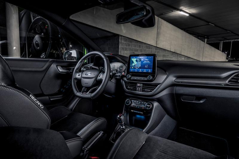 座艙配置SYNC 3系統的8吋中控,並且具有Apple CarPlay/Android Auto功能。
