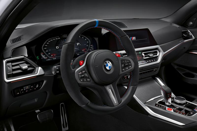 方向盤採用Alcantara包覆,座艙亦透過碳纖維飾板提升性能氛圍。