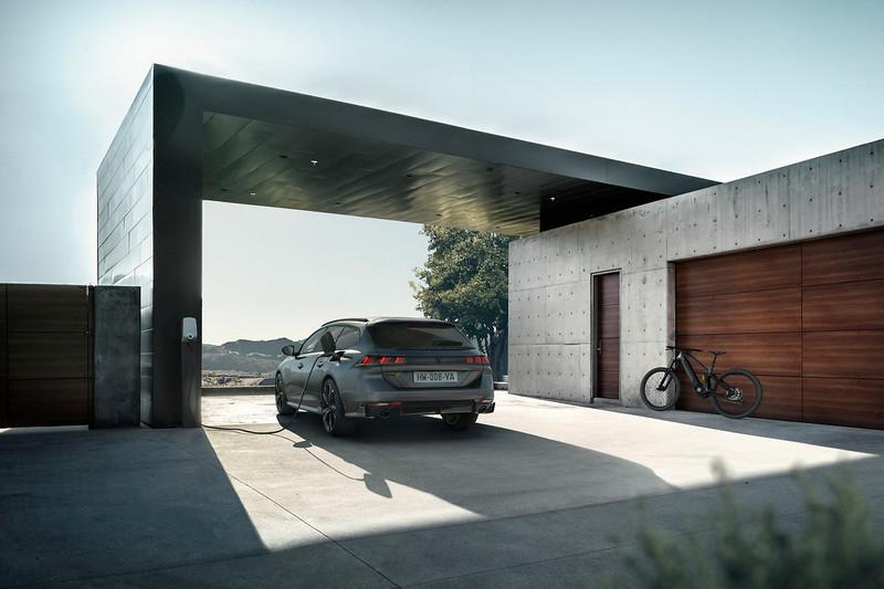 除了房車Peugeot也帶來508 Sport Engineered SW旅行車。