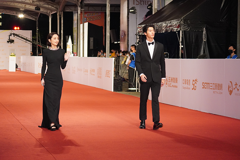 第55屆電視金鐘獎星光大道紅毯《想見你》柯佳嬿(左起)、許光漢。