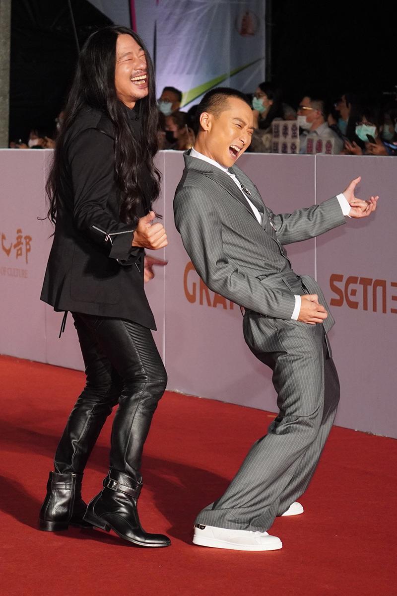 第55屆電視金鐘獎星光大道紅毯(左起)乱彈阿翔、浩子謝炘昊。