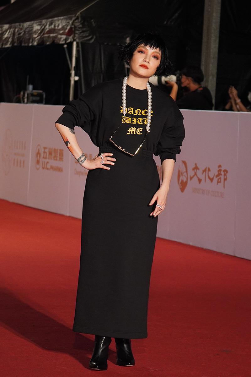 第55屆電視金鐘獎星光大道紅毯-范曉萱。