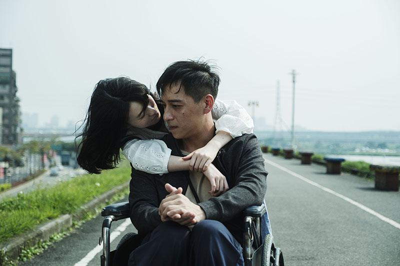 電影《親愛的殺手》 鄭人碩與邱偲琹上演一場揪心的情慾虐戀。