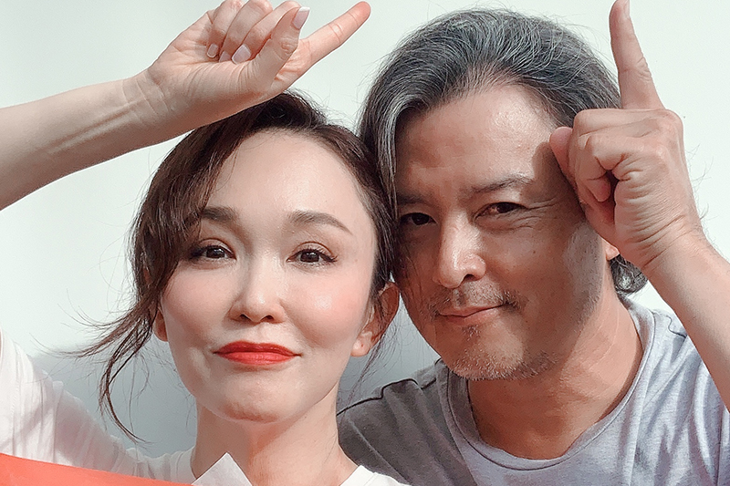 范文芳(左起)、李銘順結婚十一周年。