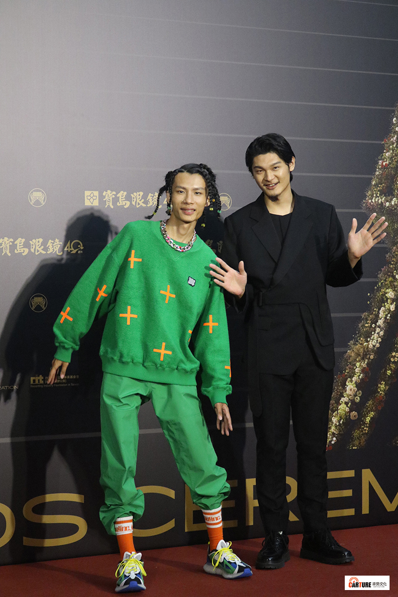《第31屆金曲獎》星光大道-春艷(左起)、Leo王。