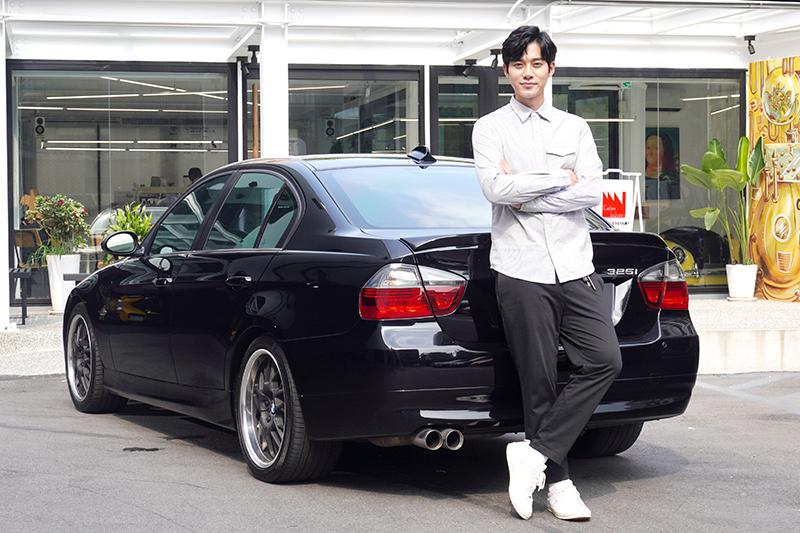 年輕的李唯楓,愛車風格卻很Old School,特別喜愛大排氣量自然進氣動力的車子。