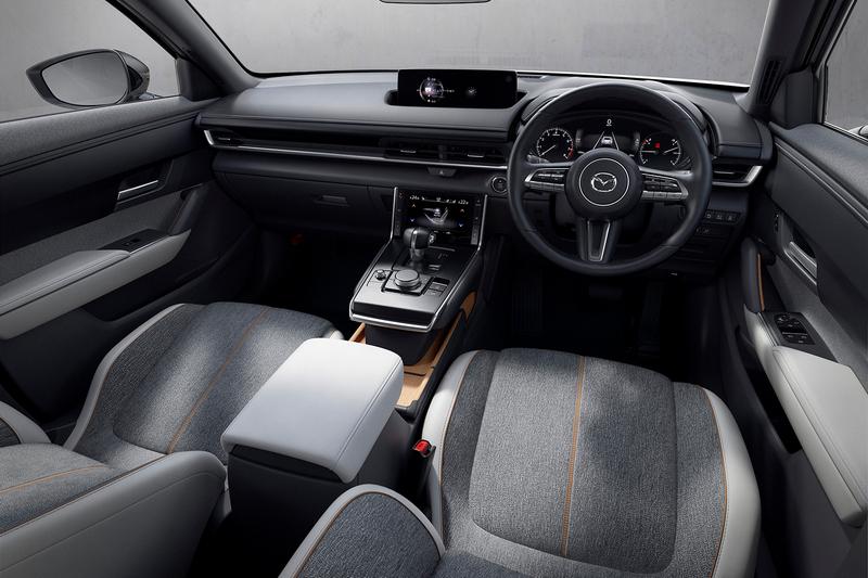 MX-30座艙採用實木與布料環保材質鋪陳。