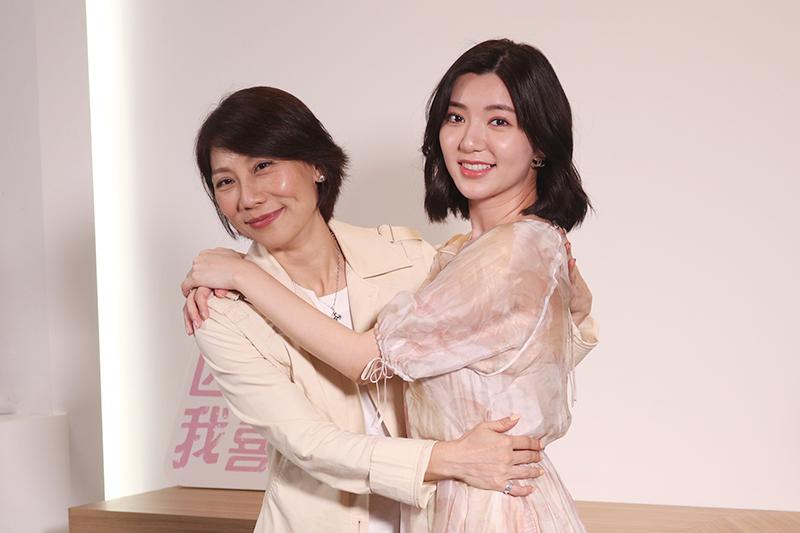 《因為我喜歡你》主要演員郎祖筠(左起)、郭雪芙。