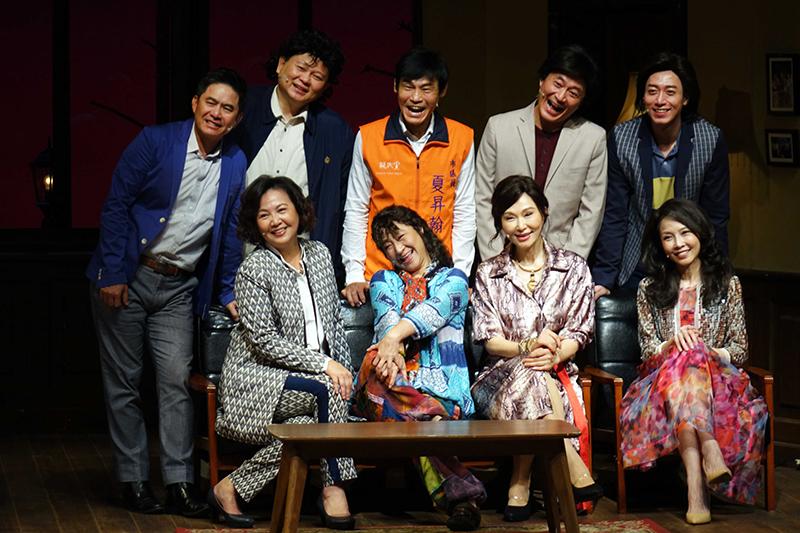 《同學會!同鞋~》主要演員下排右起蕭艾、張玉嬿、楊麗音、王琄,上排右起呂紹齊、湯志偉、夏靖庭、吳世偉、洪都拉斯。