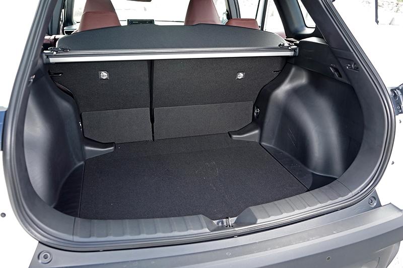 尾廂具備487公升的收納量,較為方正寬廣的造型在貨物的堆疊或擺放大型物件也更為輕鬆