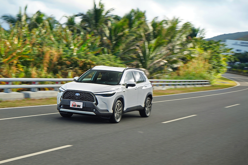 CVT的運轉聲浪也在Hybrid車型強化的NVH降噪工法中被柔化,車艙靜肅性表現得相當不錯