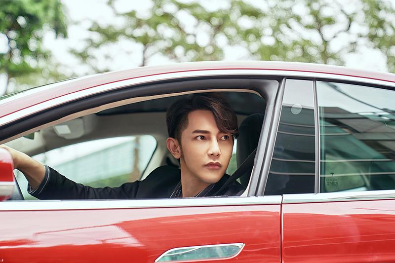 汪東城在台視、八大《因為我喜歡你》裡飾演白手起家的快遞公司執行長。