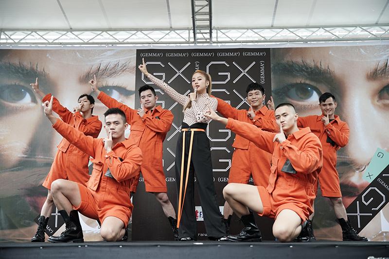 【車勢星聞】出道15年推出首張個人專輯【GX】的GEmma吳映潔舉辦首次專輯簽唱會。
