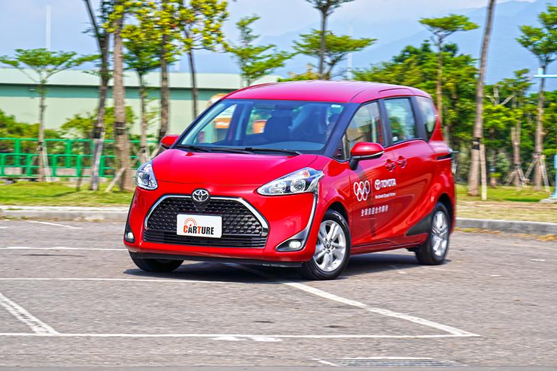 現今的新車操控都有一定水準,來自Toyota的Sienta也不會出現過去大家刻板印象裡的軟腳情形。