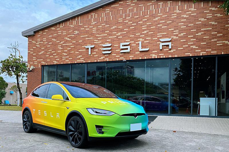 即日起至 11/30,只要至活動官網分享關於環境、愛與關懷的「改變」提案,就有機會駕駛 2020 彩虹 Model X 三天兩夜。