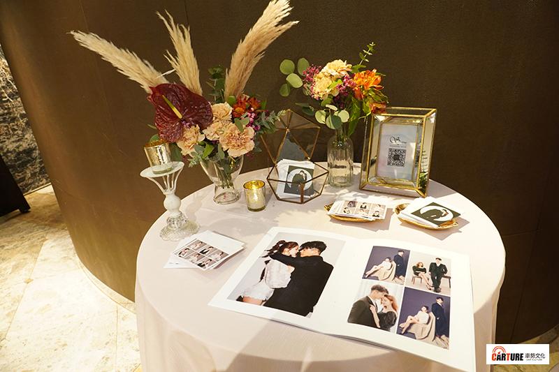 【車勢星聞】藝人潘逸安與老婆Vivian在台北舉辦婚宴。