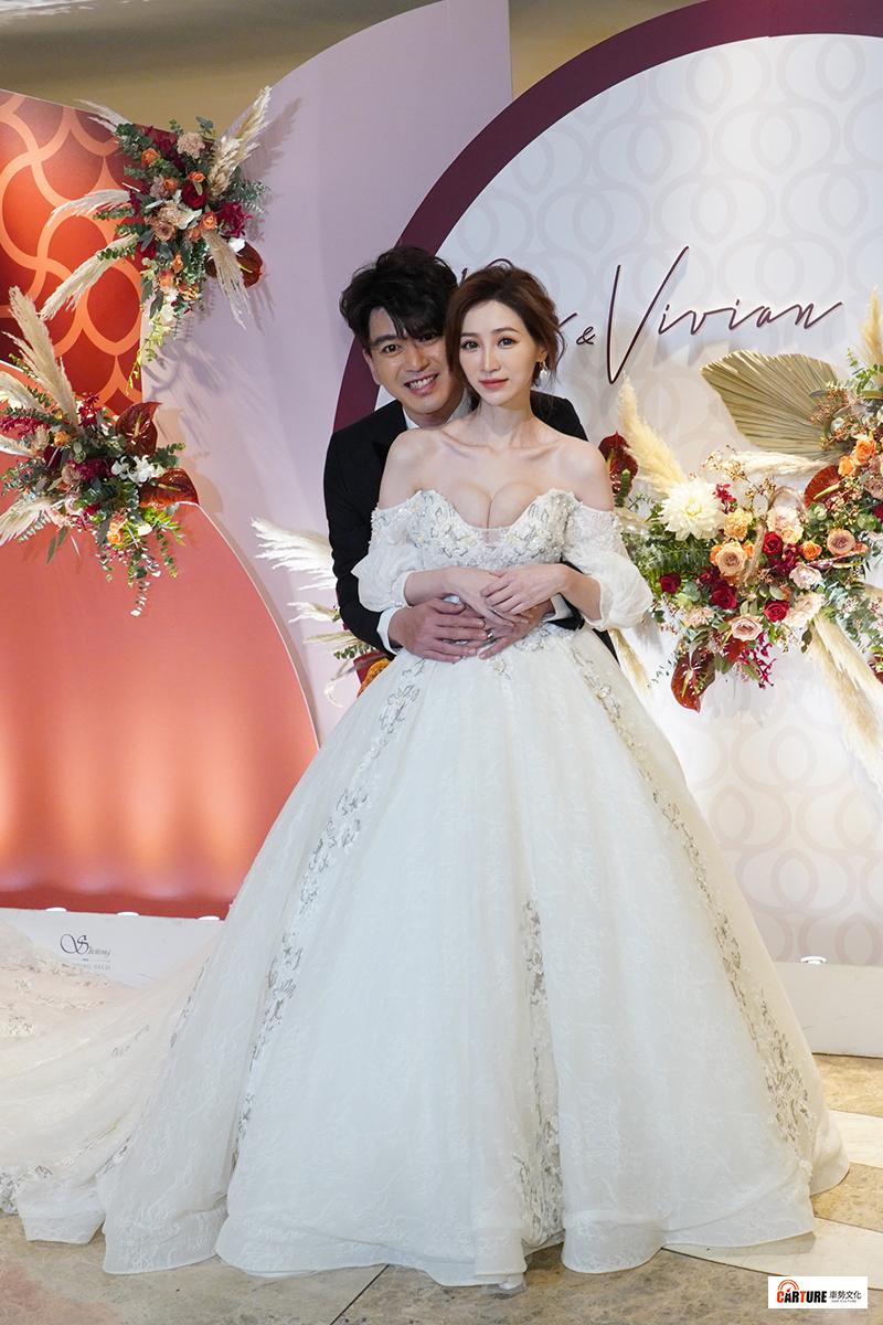 【車勢星聞】藝人潘逸安(左起)與老婆Vivian在台北舉辦婚宴。
