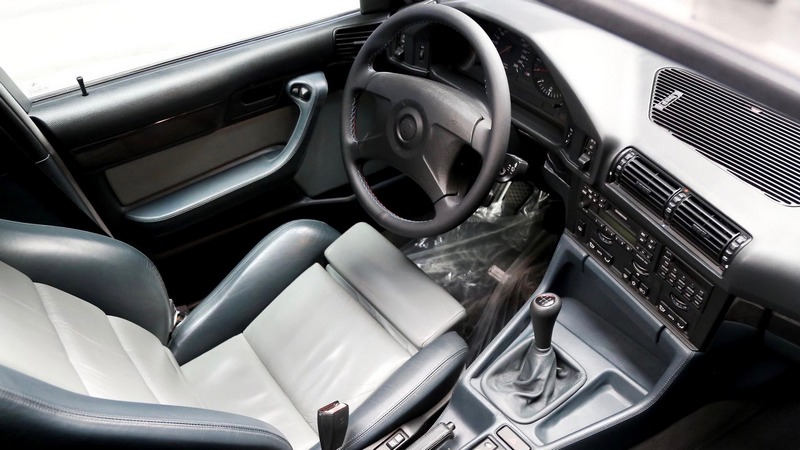 拍賣的E34 M5 Touring外觀與內裝都保養的非常良好。
