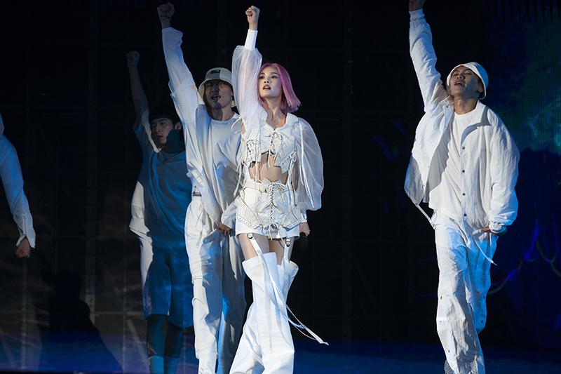 【車勢星聞】楊丞琳於台北小巨蛋展開20週年的全新巡演「Like A Star」。/EMI提供