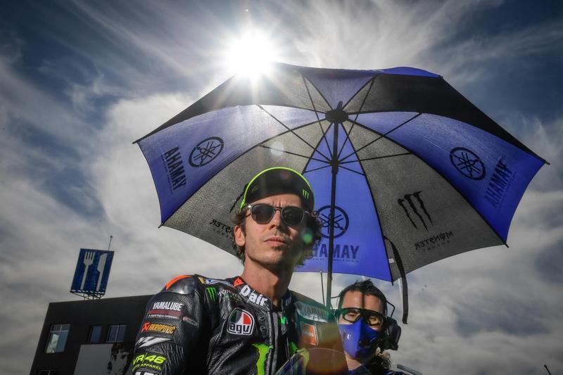 Rossi在經過隔離後取得陰性採檢可以參加比賽,但才跑六圈車輛就發生故障被迫退賽。