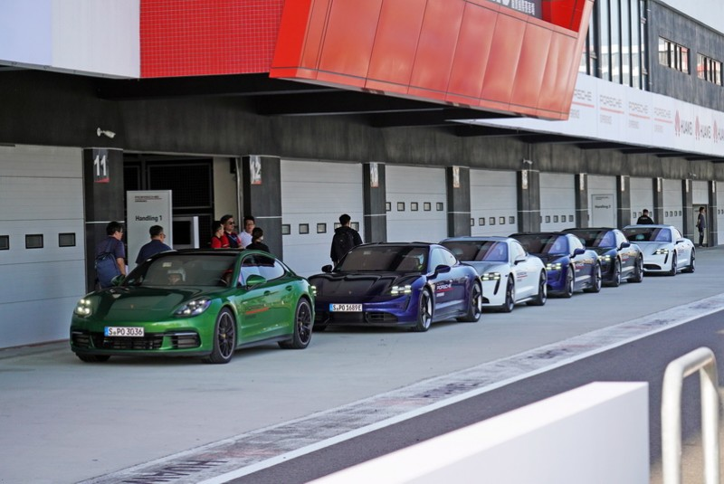 Porsche Taiwan邀請媒體到麗寶賽道體驗Taycan電動跑車的魅力